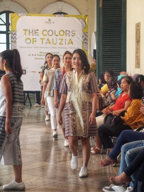 Fashion Show dari Danarhadi