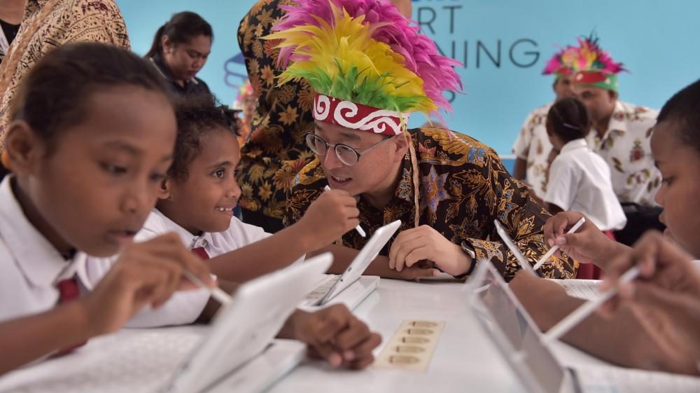 Samsung Bangun Kelas Berbasis Teknologi Bagi Siswa SD di Papua